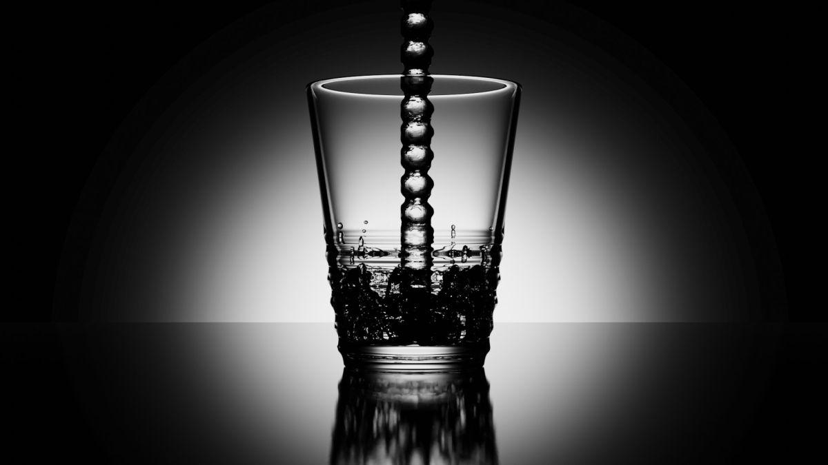 Wasserglas mit Blender erstellt. Mit Wasserstrahl (Bild: Andreas Rabe)
